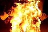 Tạt xăng đốt chết chồng hờ vì ghen ở Bình Thạnh