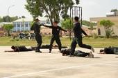 Hàng trăm cảnh sát giải cứu con tin trong tình huống giả định
