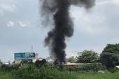 Cháy dữ dội ở vựa phế liệu quận Gò Vấp, khói bao trùm
