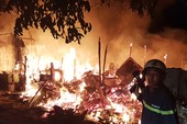Cháy dữ dội cạnh trường SOS Gò Vấp nhiều người hoảng loạn