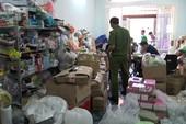 Bắt giữ hàng trăm lọ nước hoa, mỹ phẩm giả ở Tân Phú