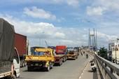 Hàng ngàn phương tiện nối đuôi 'bò' qua cầu Phú Mỹ