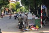 Sau 3 ngày ùn ứ, TP Quảng Ngãi chìm trong rác