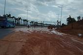 Đại lộ nhiều làn xe nhất Việt Nam ngập bùn sau mưa