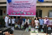 Đông Hưng Group trao 1.000 phần quà cho người nghèo