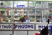Thanh niên xông vào tiệm thuốc đâm 2 người thương vong