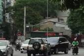 """CSGT truy ôtô """"thi gan"""" đối đầu giữa Hà Nội để phạt nguội"""