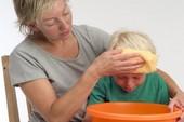 Dấu hiệu và cách xử  lý khi trẻ bị ngộ độc