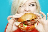 Ăn nhiều bánh mì kẹp thịt sẽ tăng nguy cơ ung thư