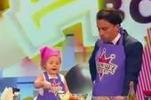 Đầu bếp nhí 3 tuổi người Nga siêu đáng yêu