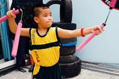 Cậu bé 7 tuổi múa côn điêu luyện