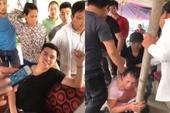 Clip: Xưng công an, còng tay bắt người ở Hà Nội