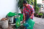 Clip: Đến từng hộ phổ biến việc phân loại rác tại nguồn