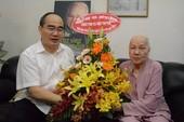 Bí thư Nguyễn Thiện Nhân thăm phu nhân cố TBT Nguyễn Văn Linh