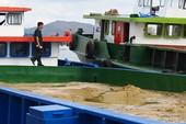 Bắt 16 xà lan, ghe bầu khai thác cát trộm trên sông Mỏ Nhác