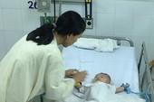 Sức khỏe bé bị đâm dao vào đầu tiến triển khả quan