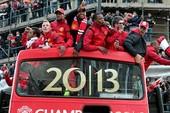 U-23 Việt Nam sẽ diễu hành bằng xe buýt mui trần