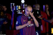 Nước mắt và nụ cười ngày chia tay Barcelona của Iniesta