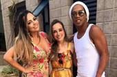 Sốc: Ronaldinho công khai kết hôn với 2 phụ nữ cùng lúc