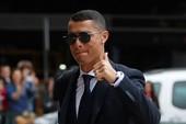 Ronaldo bảnh bao dẫn đầu đội tuyển Bồ Đào Nha bay đến Nga