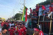 CĐV Myanmar múa hát tưng bừng trước trận gặp Việt Nam