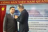 PGS Nguyễn Ngọc Điện nhận huân chương Cành cọ Hàn lâm Pháp