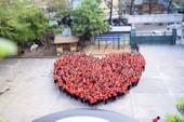 Dễ thương: Cô trò xếp hình trái tim ủng hộ U23 Việt Nam