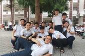 Sĩ tử 'tạo dáng' lạc quan trước bài thi tổ hợp KHTN
