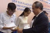 Trao 77 suất học bổng Hessen cho sinh viên nghèo vượt khó