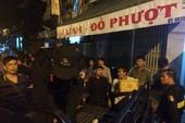 Hàng trăm cảnh sát đột kích kho vũ khí đội lốt cửa hàng