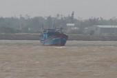 Ba tàu cá mắc cạn, một ngư dân mất tích