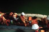 Cứu 8 thuyền viên bị nạn trên vùng biển Quy Nhơn