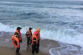 Ra biển tắm, 1 người bị sóng cuốn tử vong