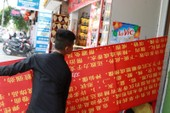 Tháo biển hiệu tiếng nước ngoài vi phạm ở Nha Trang