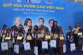 Phó Chủ tịch nước tham dự lễ trao 64.000 ly sữa cho trẻ em