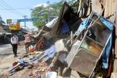 Tiệm cơm bị xe tải tông sập