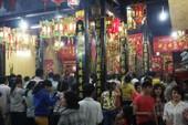 Hàng chục ngàn người đổ về lễ chùa Bà