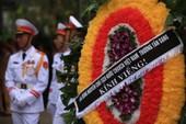 Đến viếng lễ quốc tang có được mang vòng hoa?