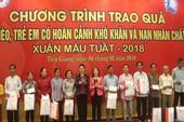 Chủ tịch Quốc hội thăm và tặng quà Tết tại Tiền Giang