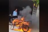 Người đốt xe ba gác xin lỗi, bồi thường