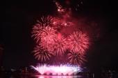 Đội pháo hoa Đà Nẵng vẽ nhịp cầu tình yêu trên sông Hàn