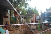 Dừng thi công, rà soát khu vực bom nổ khiến 10 căn nhà hư hại