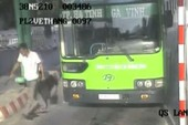 Nghi can đâm thấu bụng nhân viên xe buýt camera ghi lại đã bị bắt
