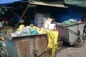 Người dân đưa 4 xe rác thải vào trụ sở Ủy ban xã gây áp lực