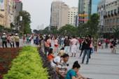 Chiều cuối tuần rộn rã ở phố đi bộ Nguyễn Huệ