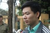Sau nhiều ngày nằm viện, Hoàng Công Lương đã có mặt tại tòa