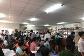 Dân ồ ạt đến quận 9 làm hồ sơ