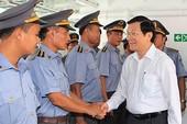 Chủ tịch nước thăm tàu kiểm ngư hiện đại nhất