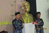 Tặng tượng đồng cố Thủ tướng Võ Văn Kiệt và của cố GS Trần Văn Giàu