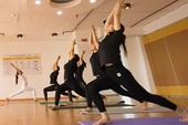 Bát nháo dạy, tập yoga